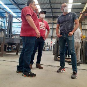 Rodrigo Silva, Nivaldo e Ronald na fábrica da SA Gôndolas